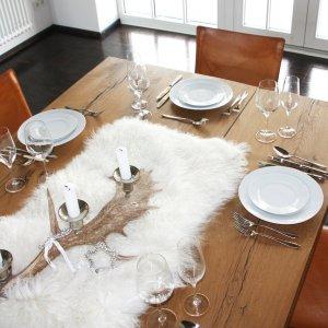 Schaffell Tischläufer Mongolia auf Tisch